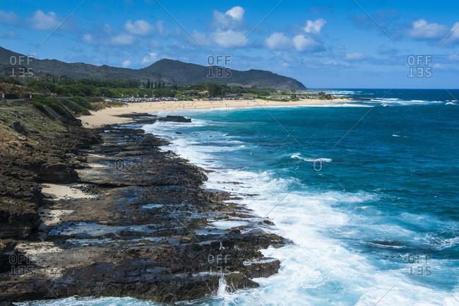 Hawaii- Oahu- lookout over sandy beach