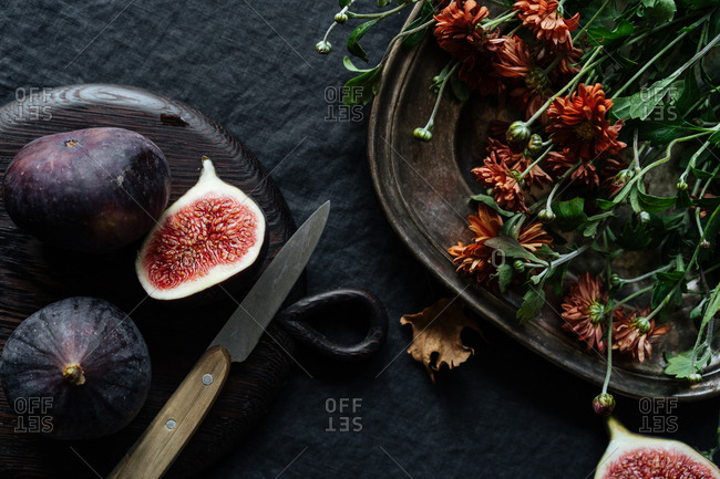 Sliced figs on table with flowers