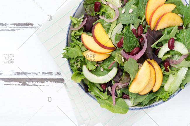 Spinach nectarine salad