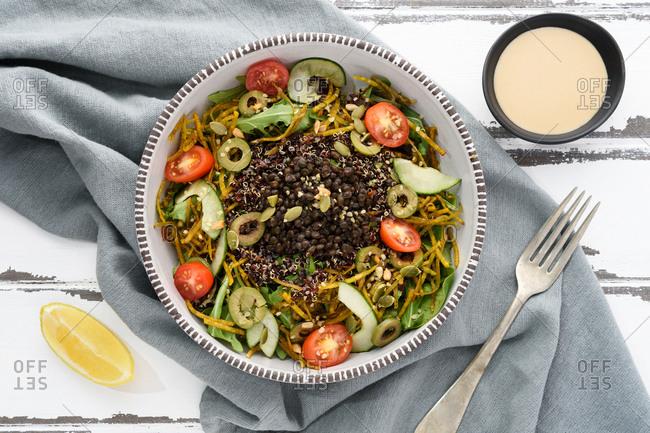 Mediterranean lentil salad bowl - Offset