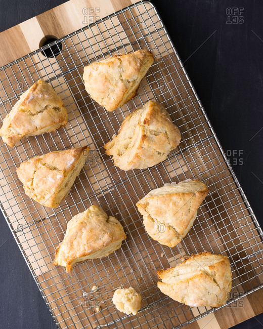 Vanilla scones cooling on a rack