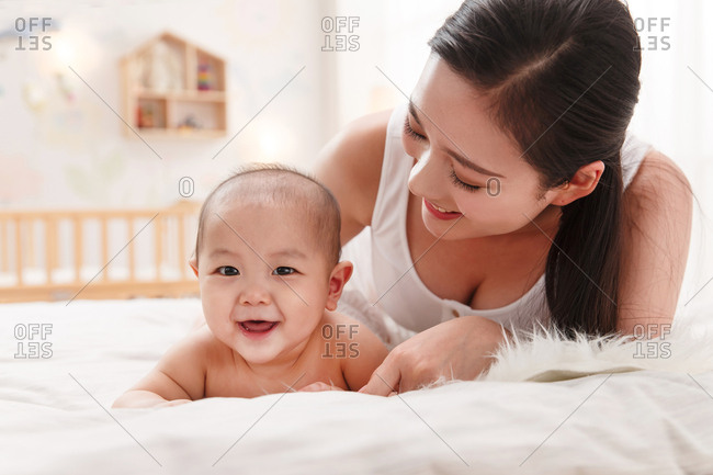 Mother to accompany baby to play