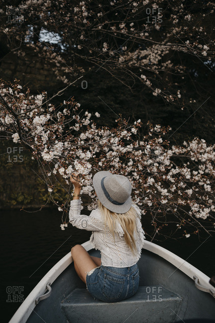 Japan- Tokio- Chidorigafuchi Park- woman in rowing boat admiring cherry tree blossom