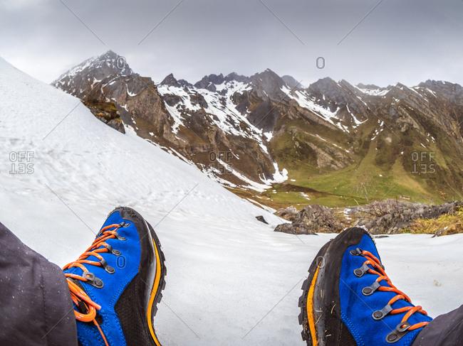 Spain- Asturias- Tuiza de Arriba- Cantabrian Mountains- hiker taking a break on his way to Pena Ubina