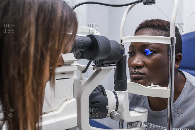 Eye examination with an ophthalmologist