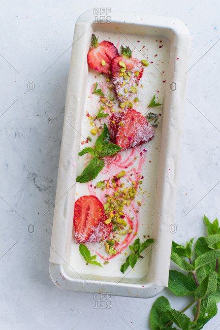 Strawberry vanilla ice cream with pistachios and mint