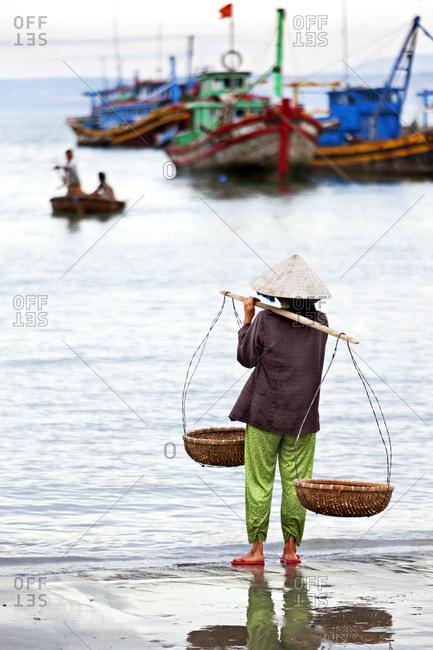 Mui Ne beach fishing market