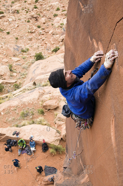 A male climber climbs a route in Indian Creek called Burl Dog in Utah.
