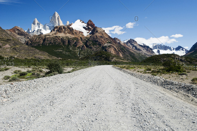 A road leading to Mount Fitzroy on a clear day in Los Glaciares National Park, Chalten, Argentina.