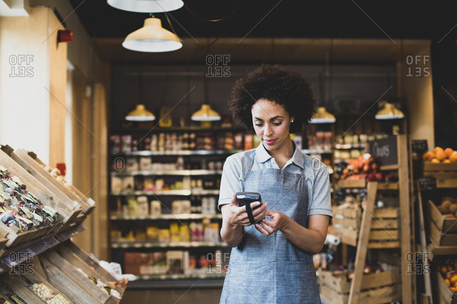 Sales assistant in food market using a scanner