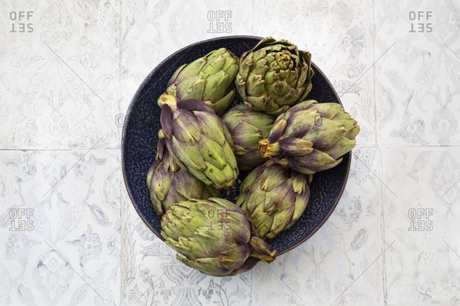 Italian bio artichokes in bowl- from above