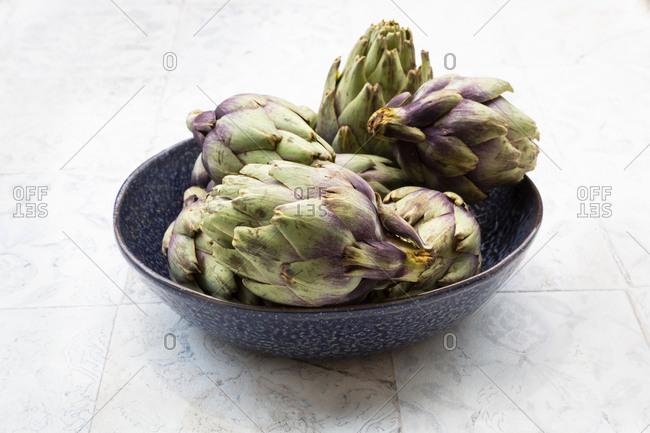 Italian bio artichokes in bowl