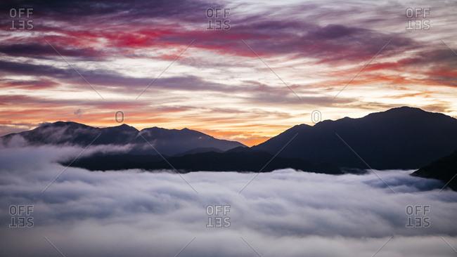 Moody sky over Braeburn Range at dusk