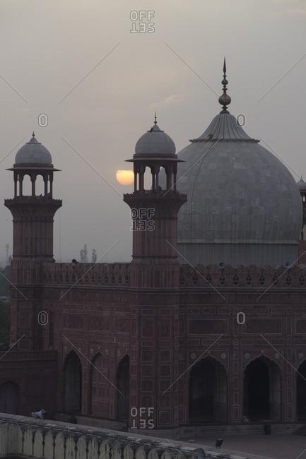 Sunset over Badshahi Mosque, the grandest of Pakistan's Mughal-era mosques, Lahore, Pakistan