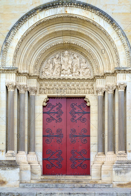 Front portal entrance to �glise Saint-Paul (Church of Saint Paul), Nimes, Languedoc-Roussillon, Gard Department, France