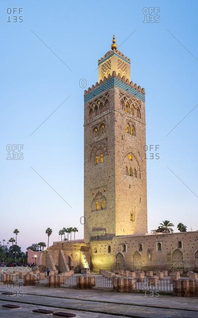 Morocco, Marrakech-Safi (Marrakesh-Tensift-El Haouz) region, Marrakesh. 12th century Koutoubia Mosque at dusk.