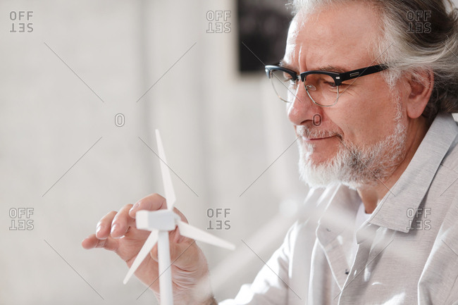 The architect with wind model