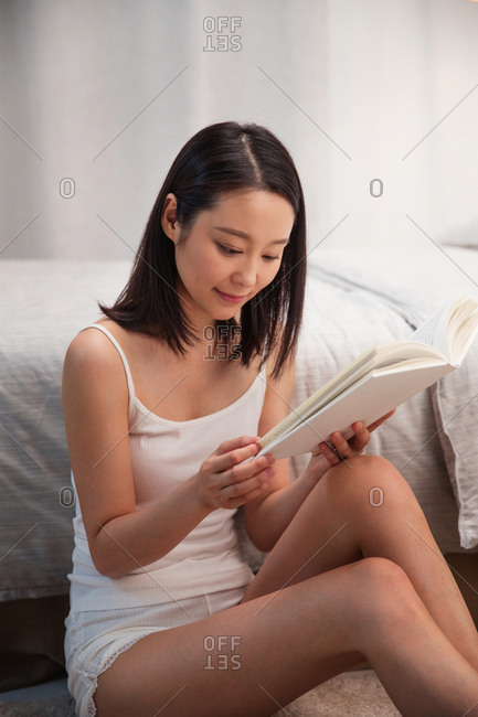 The young woman reading a book