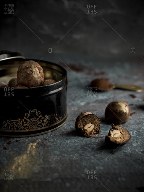 Gilded hazelnut pralines in a metal box