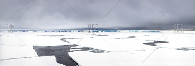 Panorama of arctic pack ice at 80 degrees north.