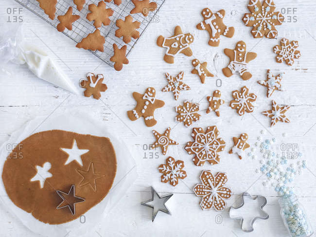 Gingerbread step by step with cutting, icing and decorating