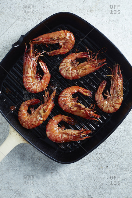 Griddled prawns in pan