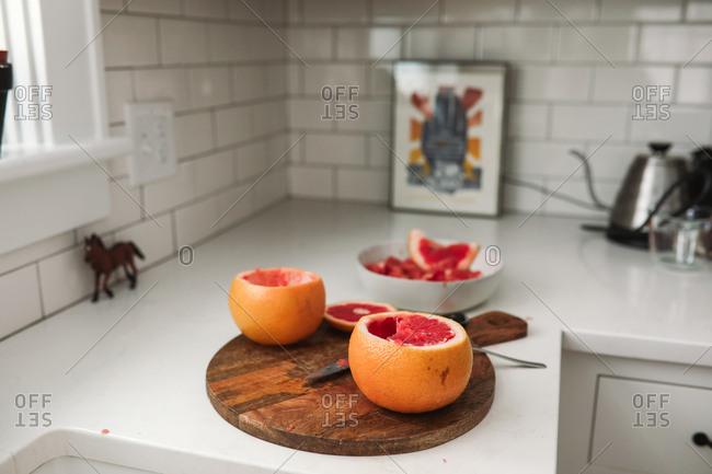 Grapefruit on cutting board - Offset