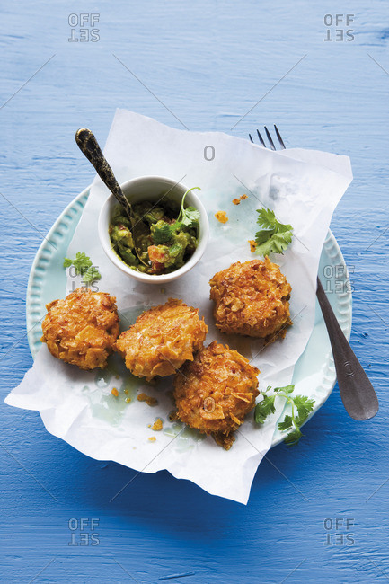 Baked prawn nuggets with avocado dip (Caribbean)