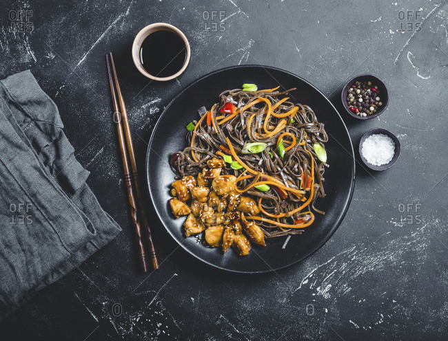 Soba noodles with vegetables and teriyaki chicken (Asia)