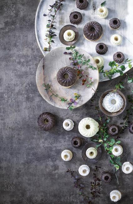 Mini gugelhupfs covered with white and dark chocolate