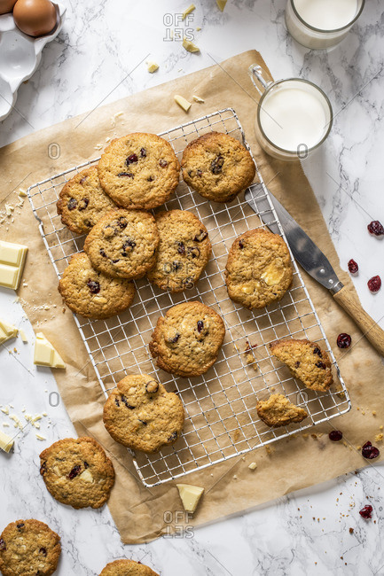 White chocolate an cranberries cookies
