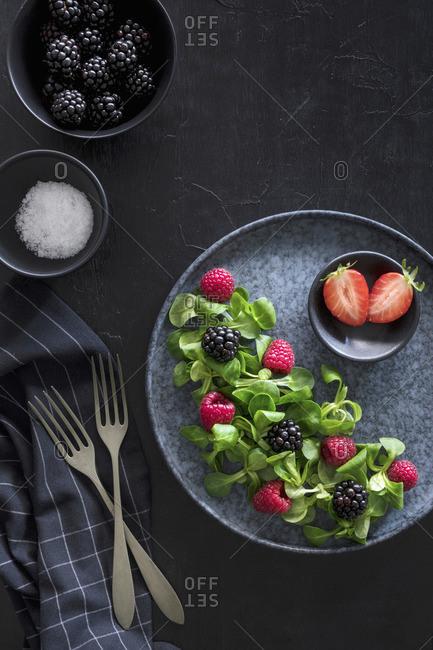 Lamb's lettuce berry salad