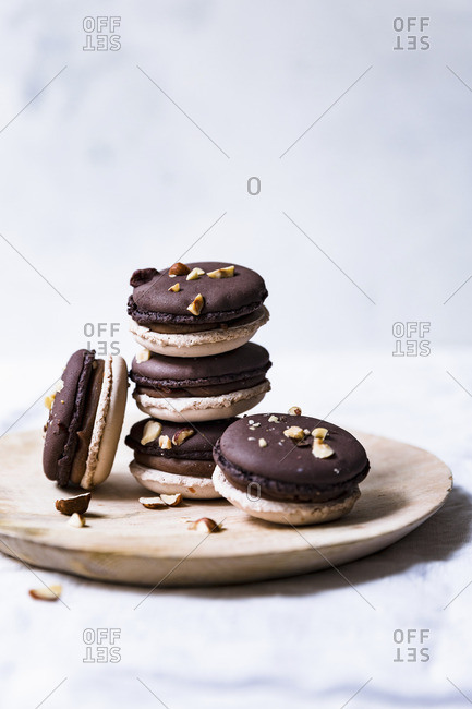 Nougat macarons with hazelnuts - Offset