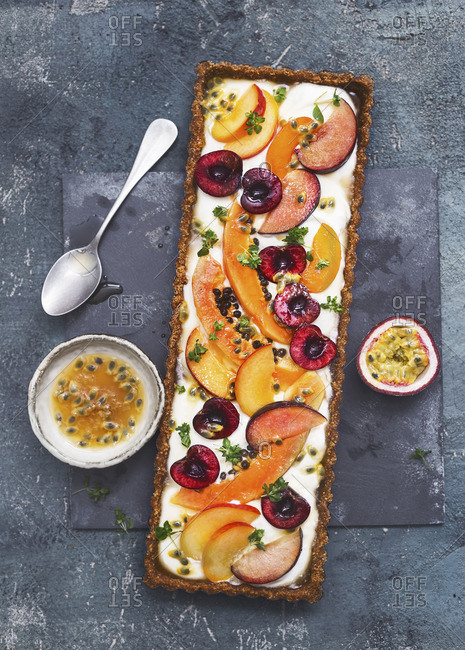 A wholemeal tart with mascarpone cream and fresh fruit