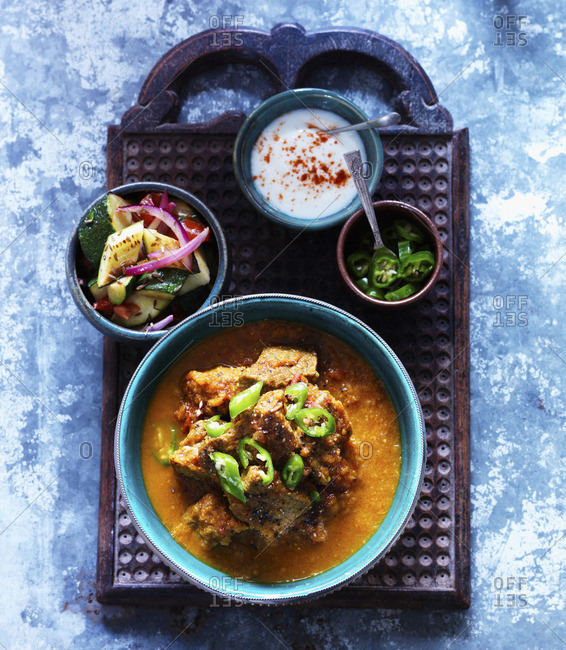 Balti with green chillies, zucchini and red onion (India)