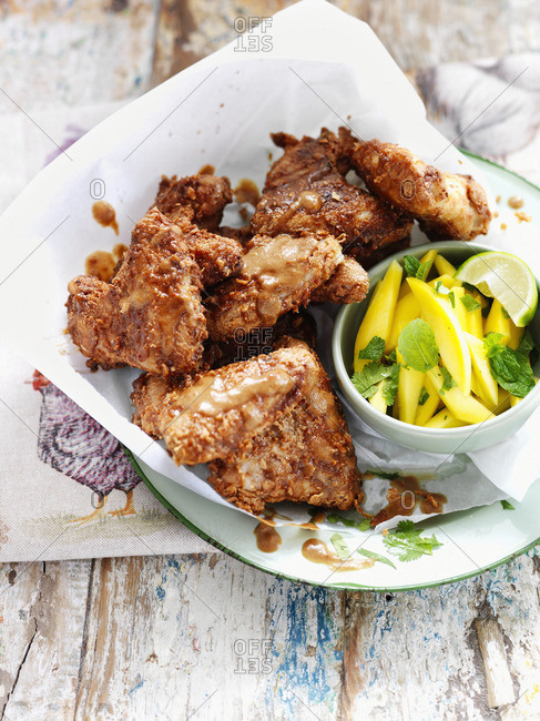 Chicken wings with mango, mint and lime