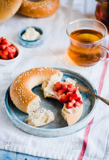 Bubliki. Russian bagels. Breakfast with soft cheese and berries.