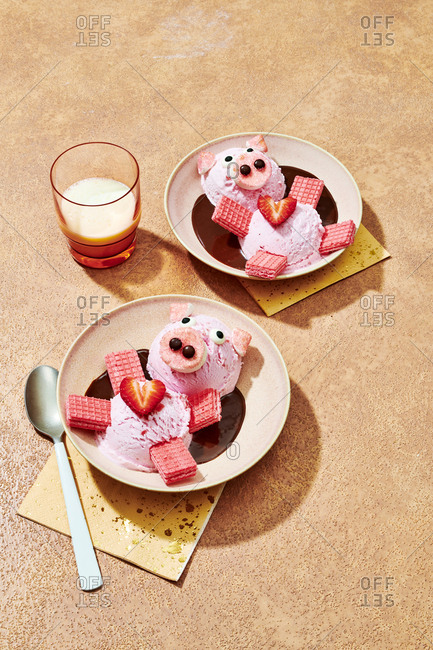 Strawberry sundaes decorated as pigs