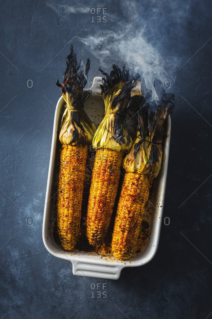 Grilled corn on the cob served in a baking tray