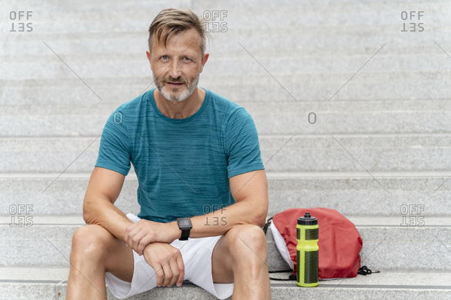 Sporty man sitting on the stairs