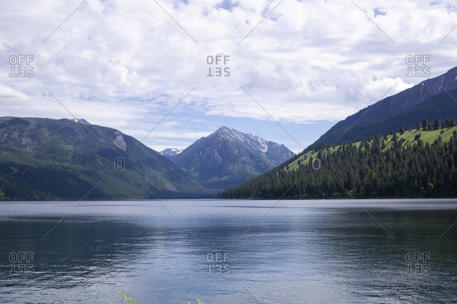 Tranquil view of Wallowa Lake by mountains against cloudy sky