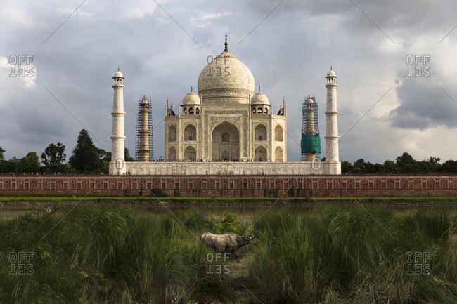 View of Taj Mahal against cloudy sky