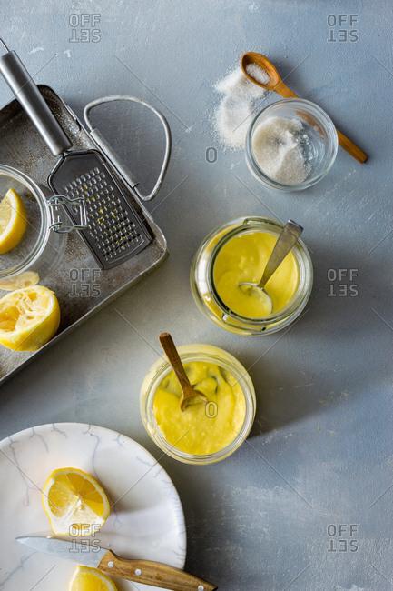 Cooking fresh lemon curd