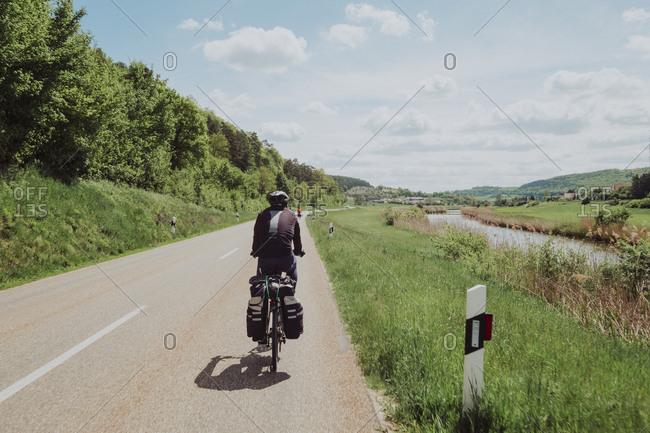 Cyclist riding near to the river in Romantische Statue route