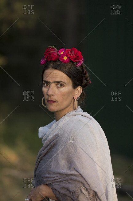 Portrait of a woman dressed up like the Mexican artist Frida Kahlo.