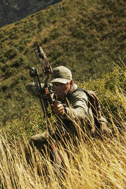 Elk Hunter Drawing Bow - Offset