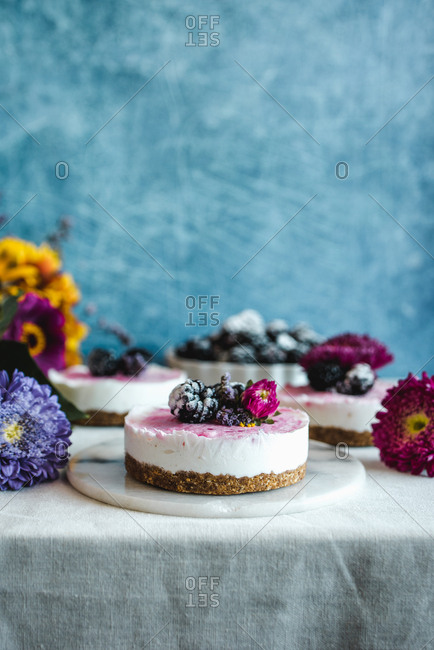 Cheesecakes on table with flowers