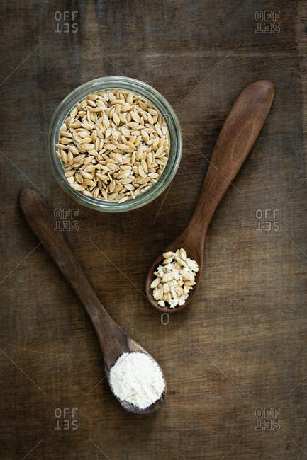 Ancient grains- Einkorn Wheat in glas jar as grain- flakes and flour