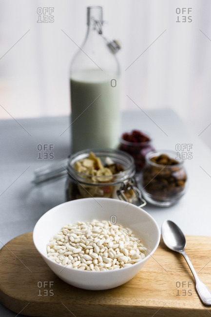 Bowl of puffed rice and muesli ingredients