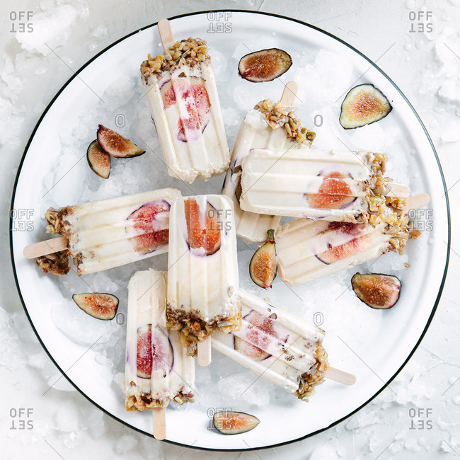 frozen yogurt popsicles with fig and granola